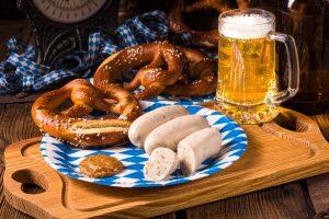 Zünftiges Essen und Bier Oktoberfest
